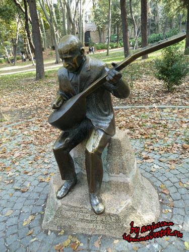 Памятник Ашык Вейселю