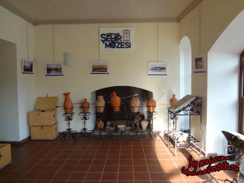 В городском музее (бывшая школа Дайе хатун)